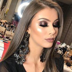 Smoky glam ❤️ Pigmento @rzmakeup Batom #Michele @anairana Brincos @phinasericasacessorios Model @anacr_abreu ✨ ✨ Agenda 2018  …
