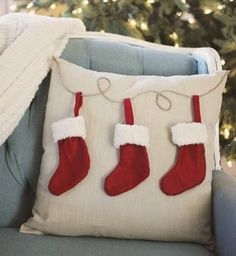 Sewing Pillows DIY Christmas pillow tutorials - 50 DIY Christmas pillow tutorials, lots of adorable Christmas decor ideas! Sewing Pillows, Diy Pillows, Decorative Pillows, Pillow Ideas, All Things Christmas, Christmas Holidays, Christmas Decorations, White Christmas, Christmas Projects