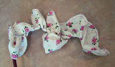 Olha que beleza de flor de tecido achei lindo demais,                                   http://go.tipjunkie.com