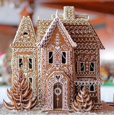 27 Beautiful Christmas Gingerbread House Ideas 26 - Weihnachten - Healt and fitness Cool Gingerbread Houses, Gingerbread House Designs, Christmas Gingerbread House, Noel Christmas, Christmas Desserts, Christmas Treats, Christmas Baking, Christmas Cookies, Christmas Decorations