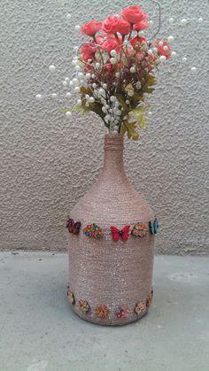 Garrafa ornamentada.