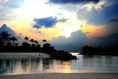 Sentosa: Singapore's Island Resort Sentosa Island Singapore, Cool Photos, Beautiful Pictures, Amazing Photos, Holiday In Singapore, Best Sunset, Sunset Beach, Pre Wedding Photoshoot, Island Resort