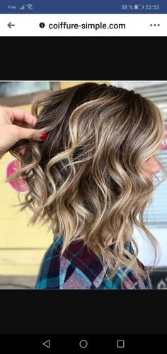 Inverted Curly Lob with Highlights to do wavy hair 50 Trendy Inverted Bob Haircuts Medium Hair Styles, Curly Hair Styles, Natural Hair Styles, Hair Medium, Inverted Bob Hairstyles, Pixie Haircuts, Braided Hairstyles, Funky Hairstyles, Layered Haircuts