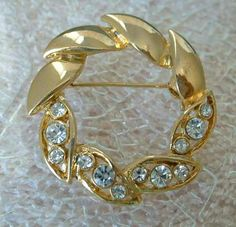 Sparkling Clear Rhinestone Circle Brooch Pin Openwork Leaves Vintage Jewelry