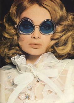 498c1ad35272 Blue framed chic Vintage Sunglasses