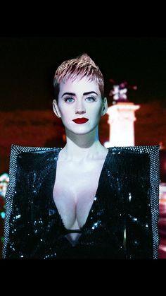 Katy para W MAGAZINE 🖤👁👑 #Wmagazine