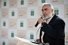 Novo diretor-presidente do Zoológico de Brasília é empossado Gerson de Oliveira Norberto, de 46 anos, é médico-veterinário e ocupou a direção do Zoológico de Salvador (BA)