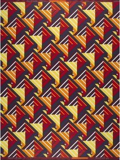 This graphic design is unmistakably Vlisco. The closer you look, the more layers you discover. Stripes transform into triangles into squares and back to colourful stripes.