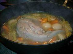 Un petit plat qui réchauffe en cette saison. INGREDIENTS Les quantités sont à adapter en fonction du nombre de convives. Un belle langue de boeuf Navets poireaux carotte pomme de terre (autres légumes si vous le souhaitez) 1 oignon 3 clous de girofle...