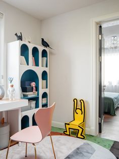 In today's post we want to share designer Lyu Aihua's latest interior design work. Filled with light and color this house is an eclectic mixture of modern art, quirky furniture and beautiful craftsmanship. Diy Kids Furniture, Design Furniture, Unique Furniture, Furniture Nyc, Furniture Movers, Furniture Online, Cheap Furniture, Bedroom Furniture, Interior Design Work