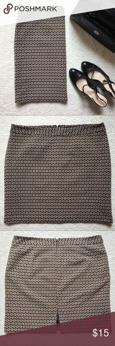"""Worthington Geometric Print Skirt Worthington geometric print skirt. Fully lined. Hits right above the knee. Worn few times. Excellent condition. Slit and hidden zipper in back. Waist ( while laying flat) : 20"""". Length: 21"""". Reasonable offers welcome. Smoke free and pet free home. Worthington Skirts Pencil"""