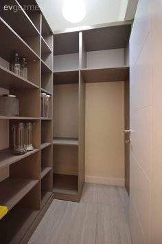 Sade ve sofistike bir mekan: Nevalüks Konutları örnek daire tasarımı.. Country Stil, Design Bedroom, Bedroom Ideas, Bedroom Decor, Beautiful Color Combinations, Put Together, New Homes, Layout, Closet
