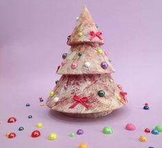 Δέντρο χριστουγεννιάτικο ''Deco patch'' στολισμένο με την τεχνική ντεκουπάζ,πέρλες και φιογκάκια.  #ΧΑΛΚΙΔΑ #ΣΑΜΑΡΤΖΗ #ΧΕΙΡΟΤΕΧΝΙΕΣ #ΒΙΒΛΙΟΠΩΛΕΙΟ #HOBBY #ΧΡΙΣΤΟΥΓΕΝΝΑ #DECOUPAGE
