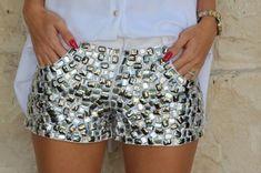 Risultati immagini per shorts jeans bordado Diy Shorts, Smart Shorts, Sequin Shorts, Short Branco, Denim Fashion, Fashion Outfits, Fashion Bubbles, Estilo Jeans, Embellished Jeans