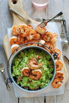 Cajun Shrimp Guacamole-this can be modified to a healthier version. No butter, reduce cajun seasoning, and use less guacamole for serving size. Think Food, I Love Food, Food For Thought, Good Food, Yummy Food, Seafood Dishes, Seafood Recipes, Dinner Recipes, Cooking Recipes