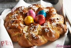 Uskršnja pletenica - pogača Easter Bread Recipe, Gourmet Recipes, Dessert Recipes, Hot Cross Buns, Ober Und Unterhitze, Food Categories, Easter Wreaths, Tray Bakes, Cooking Time