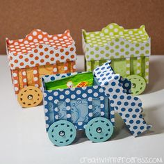 animal box car. This is amazing how she put it together. Tutorial and fantastic ideas on this website.