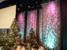 Vince Farrell from Christ Community Church in Hopkinsville, KY brings us this Christmassy use of crinkled aluminum screening.They went to Lowes and bought five 48