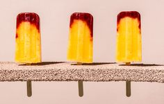 Raspberry peach bellini pops- use #ConoSur Sparkling wine or #BulletinPlace Moscato in place of the Prosecco :)