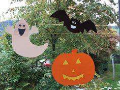 Booh! Halloween kann kommen!   Gestern postete ich unsere Kürbisgesichter und versprach, auch Teil 2 unserer Deko mit euch zu teilen.  Au...