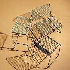 Outdoor Möbel: Der Hay - Hee Esstischstuhl, schwarz, der Lounge Chair, grün und der Barhocker, army