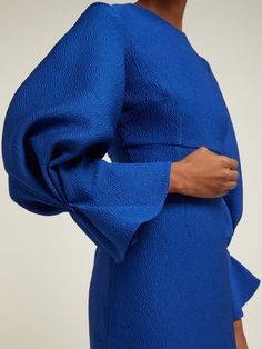 Sleeves Designs For Dresses, Sleeve Designs, Abaya Designs, Emilia Wickstead, Seersucker Dress, Fashion Details, Fashion Design, Dress Cuts, Abaya Fashion