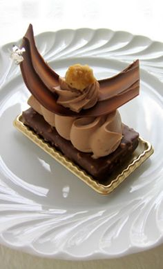 """Millefeuille Jivara"" Gregory Collet French Pastries- another masterpiece of French patisserie. Fancy Desserts, Gourmet Desserts, Plated Desserts, Just Desserts, Delicious Desserts, Dessert Recipes, Gourmet Foods, Patisserie Fine, French Patisserie"