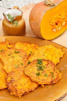 Placuszki z dyni z sosem musztardowo-paprykowym Veggie Recipes, Indian Food Recipes, Diet Recipes, Cooking Recipes, Healthy Recipes, Cooking Pumpkin, Foods With Gluten, Vegan Dinners, Food Dishes