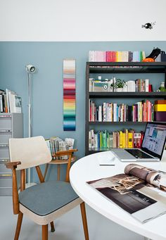 Pinned from Thank You For Being Sophisticated | thankyouforbeingsophisticated.com  #home  #interiordesign  #design  #office  #work  #desk  #workspace  #workspaces  #house  #interior  #computer  #shelves  #organization  #decor