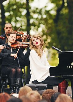 Central park// release of Speak Now. Loved this performance :)