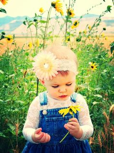 Summer one year old photo shoot One Year Pictures, First Year Photos, Baby Girl Photos, Cute Baby Pictures, 1 Year Baby, 1st Birthday Pictures, Sunflower Pictures, Outdoor Family Photos, Toddler Photography