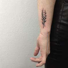 2 Leaves Tattoo #sashatattoing