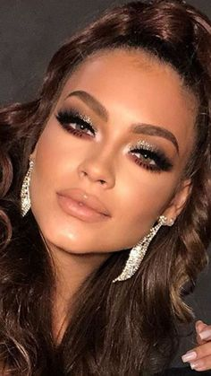 Haare, Make-up und Ohrringe - unglaublich - Hair, makeup and earrings - incredible This image ha Glam Makeup, Bridal Makeup, Wedding Makeup, Sexy Makeup, Perfect Makeup, Gorgeous Makeup, Love Makeup, Makeup Looks, Dead Gorgeous