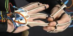 Student develops 3D printed Inteligloves and goggles, taking virtual reality gaming to new level