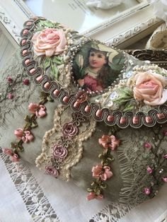 Wonderful Ribbon Embroidery Flowers by Hand Ideas. Enchanting Ribbon Embroidery Flowers by Hand Ideas. Embroidery Bags, Silk Ribbon Embroidery, Embroidery Designs, Embroidery Thread, Embroidery Fashion, Fabric Crafts, Sewing Crafts, Lace Bag, Handmade Purses