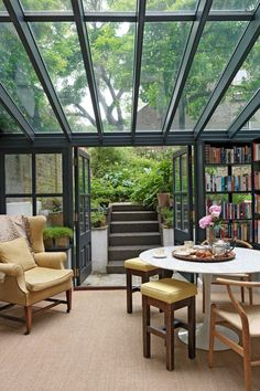 15 Amazing Home Libraries With Nature Elements | Home Design And Interior Out House, House To Home, My Dream House, Glass House Garden, Glass Green House, Glass House Design, Dream House Interior, House Roof, Small House Design