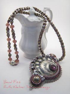 Perlengefädelte Halskette mit Anhänger Kette mit altem von BeadFizz