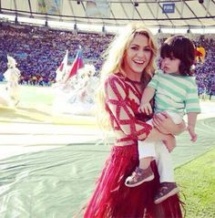 Shakira Performs at 2014 World Cup Final Closing Ceremony and brings son Milan - www.pretapregnant.com - Pret a Pregnant