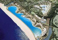 【世界最大のプール サンアルフォンソデルマル】  全長1,013m、面積約8万m²、水量250万ℓ、最深部の水深35m  チリの首都サンティアゴにあるシーサイドリゾートのプール 水は太平洋から濾過装置を通して送られた海水