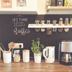 DIY Tafelwand für die Küche mit Tafelfolie.