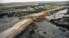 Foto: Fotografía de archivo de una vista aérea de la rotura del muro de contención de la presa de decantación de minerales de las Minas de Aznalcóllar. (EFE)