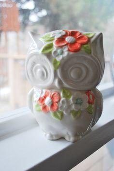 Ms. Lola Vintage Owl Planter with Flowers in Color