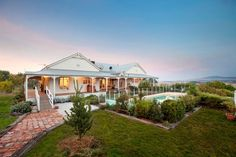 Harkaway Homes Pty Ltd Australian Houses, Australian Architecture, Country Style Homes, Farmhouse Style, Roof Design, House Design, Building Design, Building A House, Weatherboard House