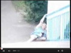 Lekko pijana dziewczyna wraca z imprezy w serwisie www.smiesznefilmy.net tylko tutaj: http://www.smiesznefilmy.net/lekko-pijana-dziewczyna-wraca-z-imprezy #drunkgirls #party #girls