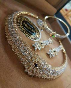 Diamond Necklaces : Me quedé Ciega! - Buy Me Diamond Wedding Jewelry Sets, Bridal Jewelry, Gold Jewelry, Jewelery, Jewelry Necklaces, Fine Jewelry, Diamond Necklaces, Men's Jewellery, Designer Jewellery