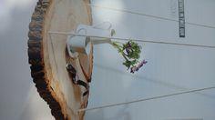 Hangend tafeltje van boomstam schijf en touwen Doe het zelf magazine juni 2017