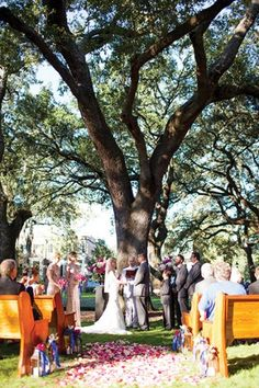 Pulaski Square – one of the many beautiful squares in Savannah – is a top choice for small, intimate ceremonies.