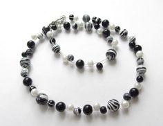 Weiteres - Howlith-Kette Collier schwarz-weiß - ein Designerstück von soschoen…