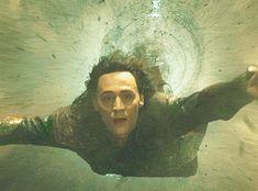 Holy cow.. Awwwww Thor saved Loki's life!!