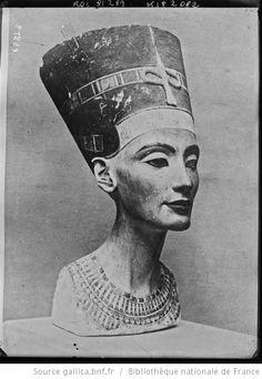 Tête de la statue de la reine Néfertiti : [photographie de presse] / [Agence Rol] - 1